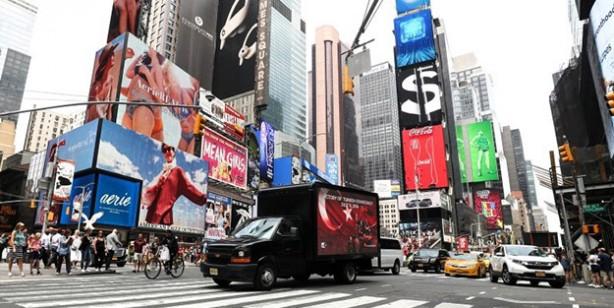 Dijital ekranlara yansıdı! New York'ta 15 Temmuz mesajı