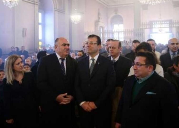 Fatih'in türbesinde 'külhanbeyi', kilisede 'cici çocuk'