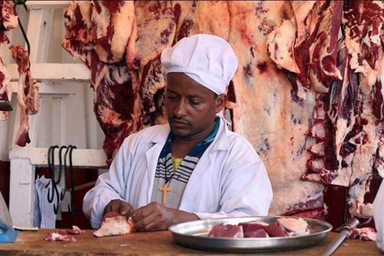 Burada herkes çiğ et yiyor!