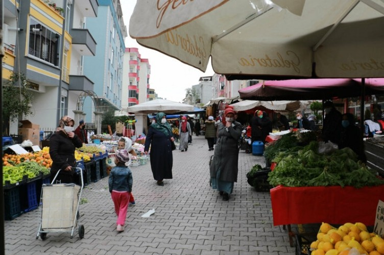 Pazarcılardan alkışlanacak hareket: Maskesini düzgün takmayanlara ürün yok