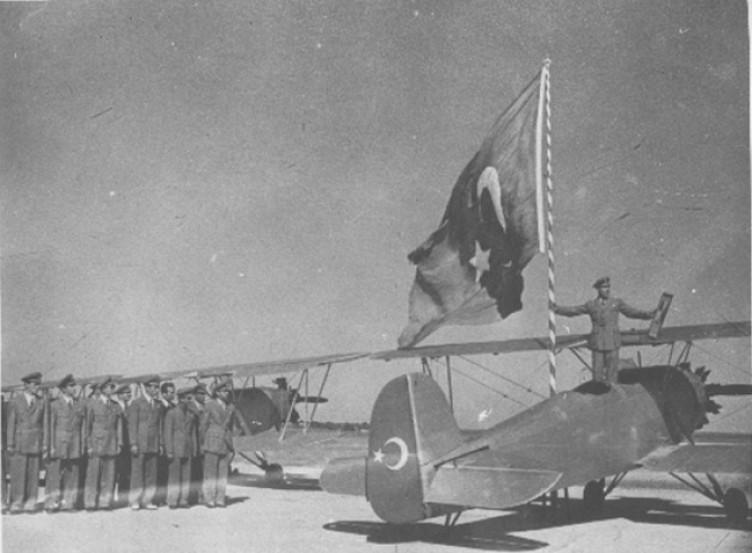 """CHP ne ima ediyor? """"Tek parti iktidarı, uçak fabrikasını Almanlara peşkeş mi çekti?"""""""