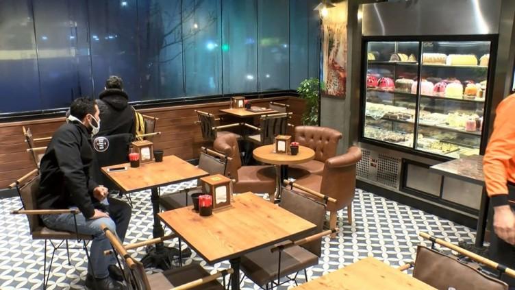 İstanbul'da kafe ve restoranlar ilk müşterilerini aldı