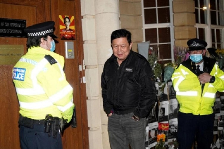 Darbeyi desteklemeyen Büyükelçi, elçilik binasına alınmadı!