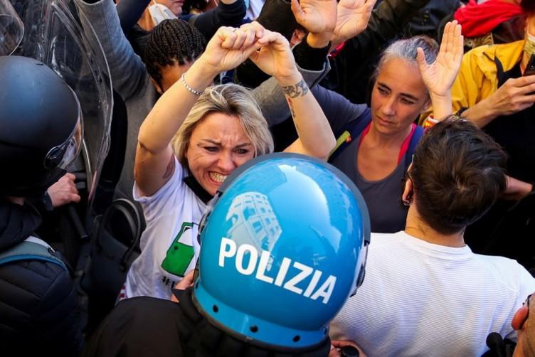 İtalya'da esnaftan 'kısıtlama' protestosu