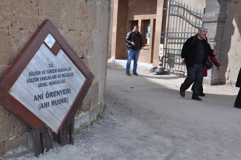 40 kapılı kent Ani'ye yoğun ilgi