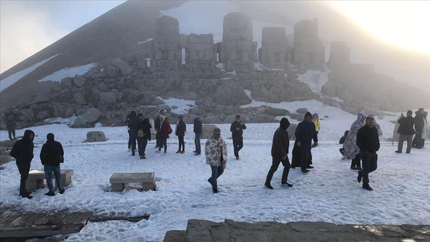 Dünya mirası Nemrut'a ziyaretçi akını