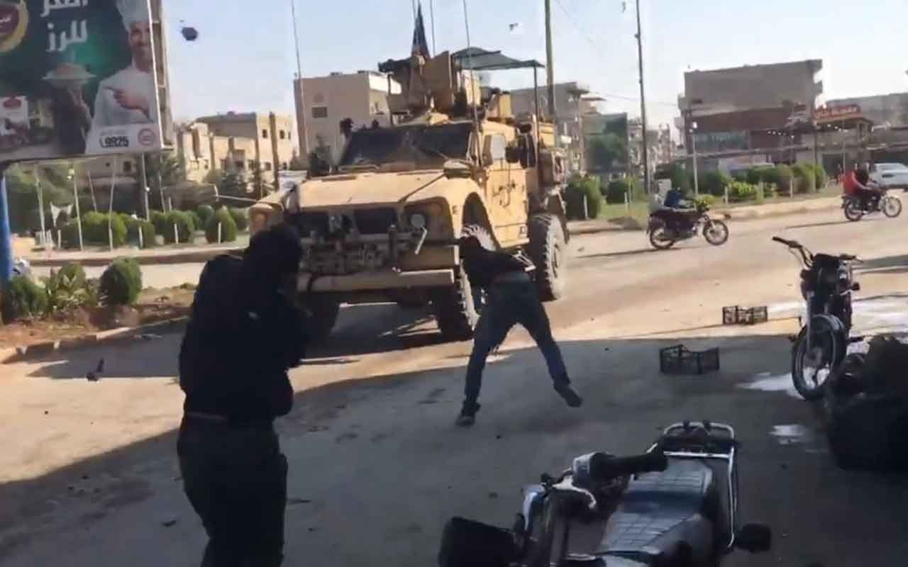 YPG destekçileri ABD birliklerine patates attı