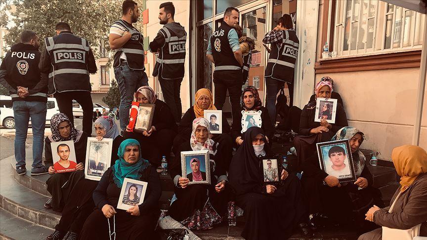Herkes şaşırdı: Diyarbakır annelerini ziyarete geldi