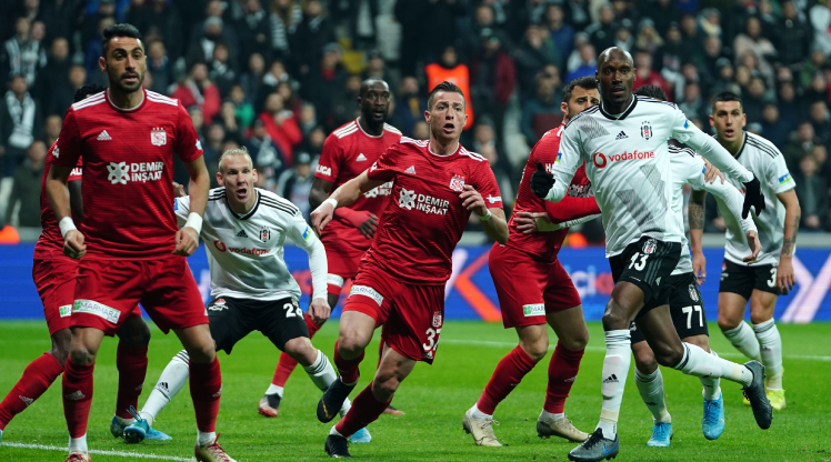 Lider Sivasspor, Beşiktaş'ı devirdi