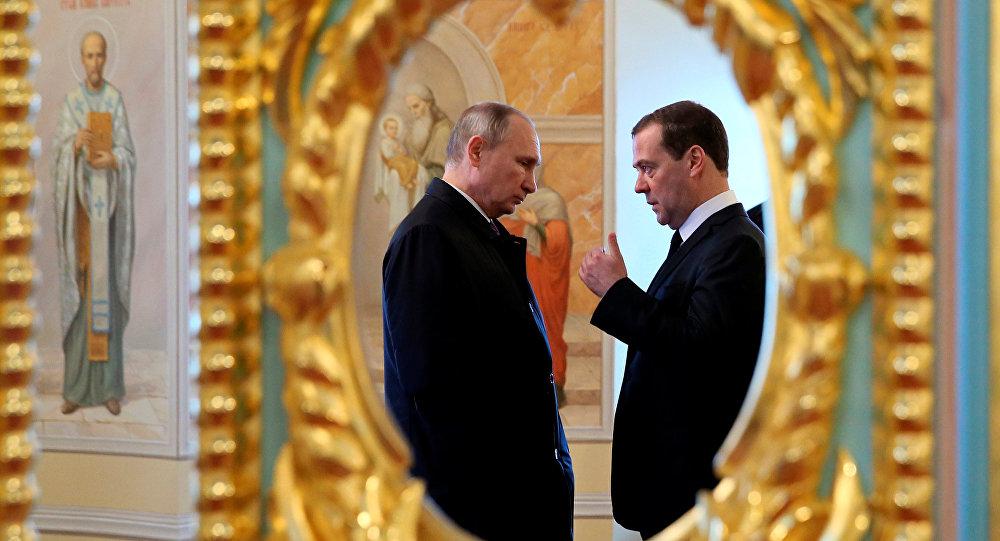 Rusya'da Medmedev hükümetinin istifası ne anlama geliyor?
