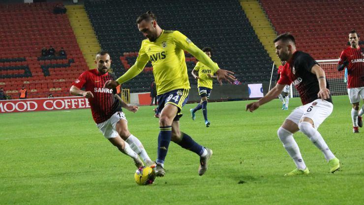 Fenerbahçe kazanarak başladı
