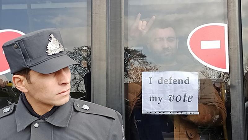 Azerbaycan'da neler oluyor: Bir bir tutuklanıyorlar