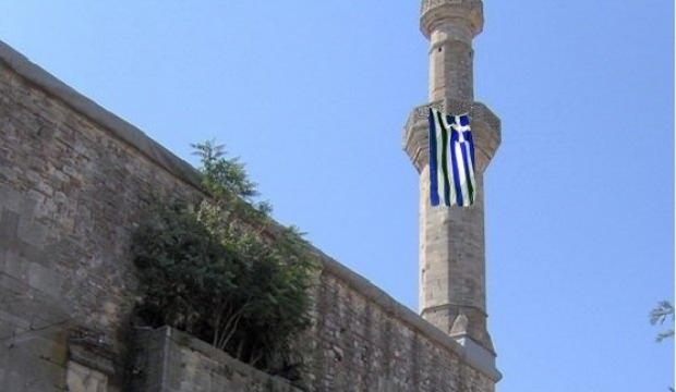 597 yıllık Çelebi Sultan Mehmet Camii'ne Yunan bayrağı astılar