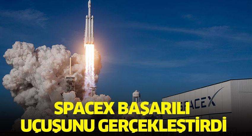 SpaceX'in ilk insanlı uzay mekiği uçuu başarılı geçti