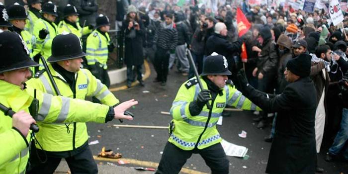 İngiltere polisi siyahlara iki kat fazla ceza kesti