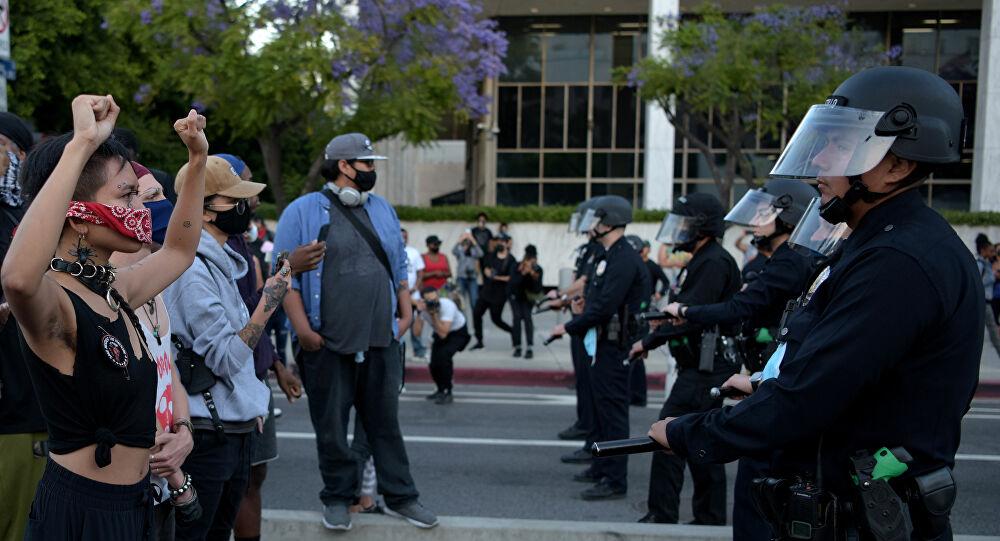 ABD iyice karıştı' Trump sokaktaki protestocuların üzerine ağır silahlı askerleri gönderdi