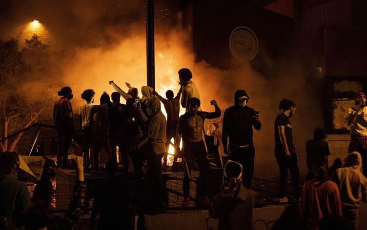ABD'de polislerden eylemcilere destek