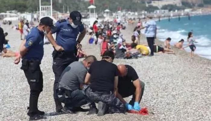 Esrarengiz olay: Denizde bulunan paketten çıkanlar şaşırttı