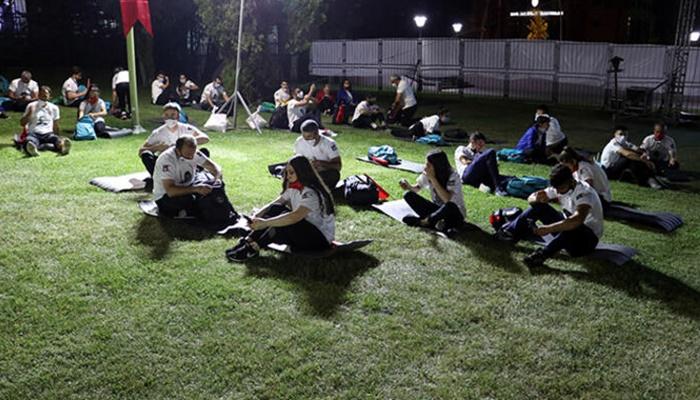 TBMM'de 'demokrasi nöbeti' başladı: 81 ilden geldiler