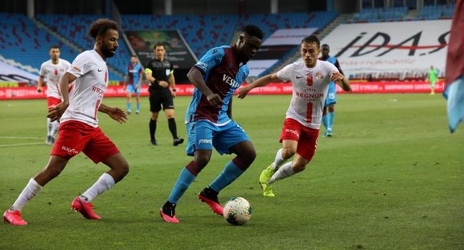 Trabzonspor şampiyonluğu ateşe attı