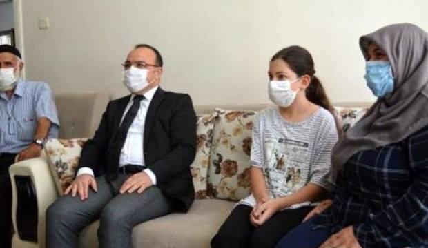 """""""Misafirim var"""" cevabıyla herkesi güldüren kadını Elazığ Valisi Yırık, evinde ziyaret etti"""