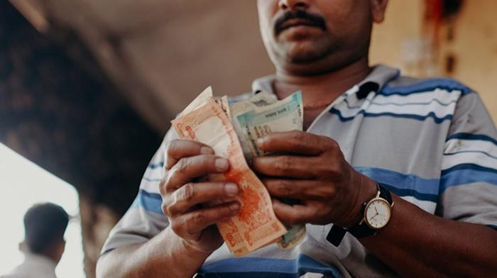 Hindistan dibi gördü: Ekonomi yüzde 24 küçüldü
