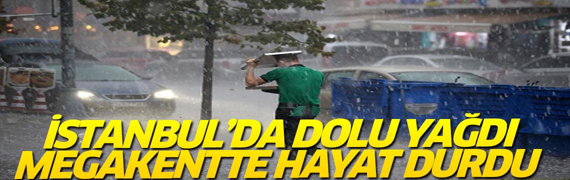 İstanbul'da gün boyunca etkili olan yağış hayatı durma noktasına getirdi.