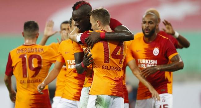 Galatasaray Bakü'de turladı