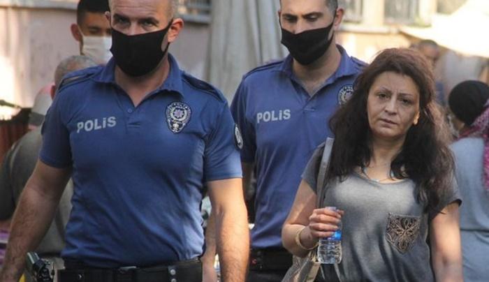 Kıskançlık yüzünden eve kilitlenen kadını polis kurtardı