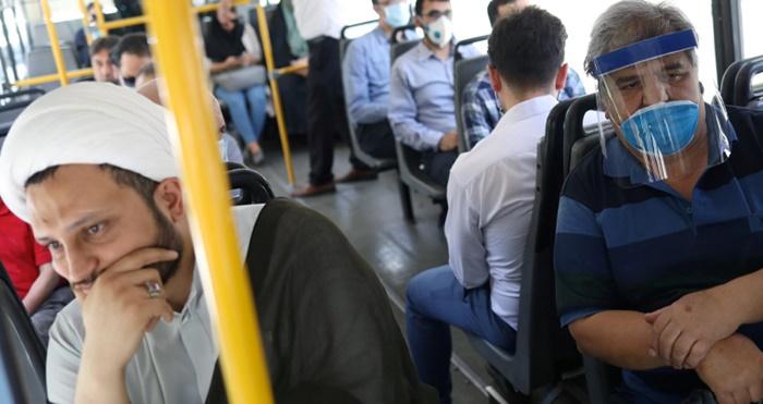 """İran'da koronavirüs: """"Hastanelerde yer kalmadı"""""""
