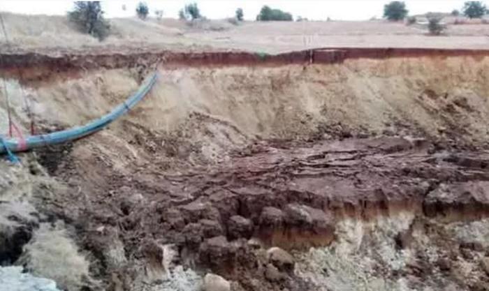 Tekirdağ'da 10 metrelik dev çukur oluştu