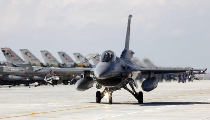 Türk F-16'ları bölge ülkeleri için ciddi bir uyarı durumunda