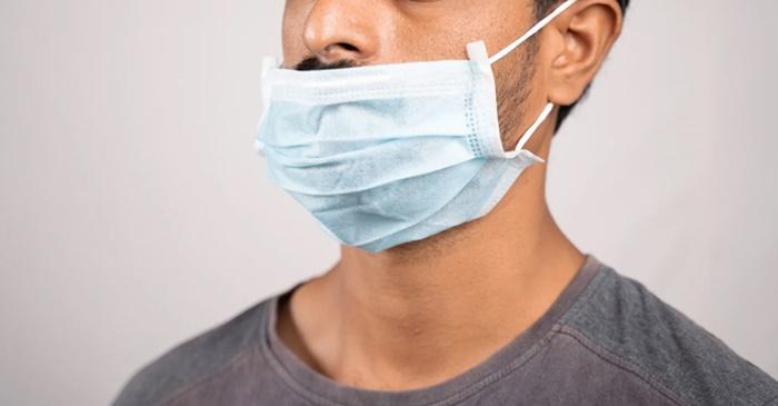 Doktorlar: Burnu açıkta bırakmak maske takmamakla aynı