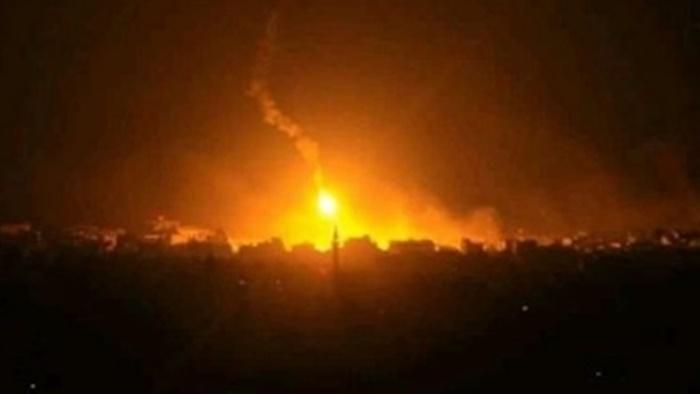 Türk topçuları Ayn İsa kentini vuruyor