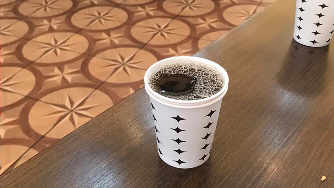Kağıt bardakta görünmeyen büyük tehlike! Sıcak içecek temasında 10,2 milyar tanesi açığa çıkıyor