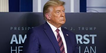 Rus yetkililerle görüştüğünü gizlemişti! Trump, Flynn için af kararı çıkardı