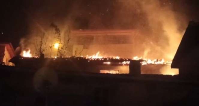 Amasya'da korkutan yangın! Ahşap ev alev alev yandı