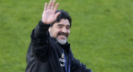 Futbol dünyası Maradona'ya ağlıyor