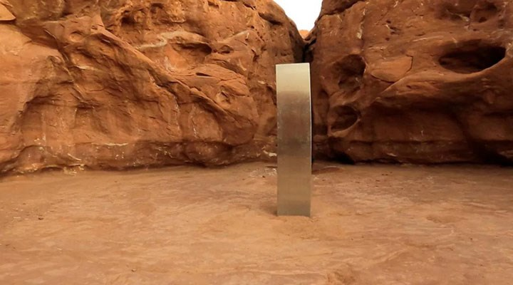 Dünyayı şaşkına çevirmişti! ABD'deki metal monolit şimdi de başka bir ülkede ortaya çıktı
