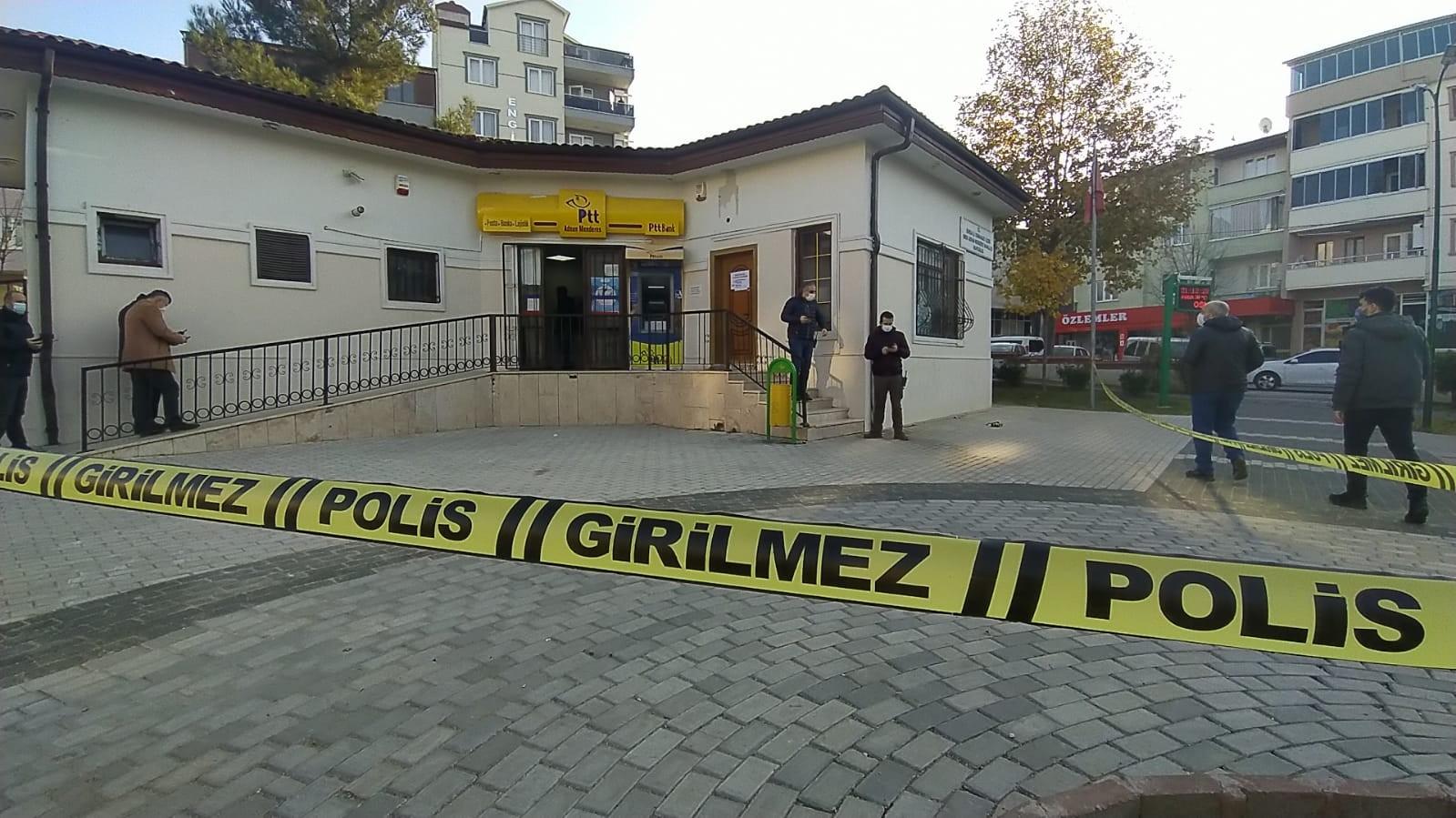 Maskeli ve silahlı şahıslar PTT'yi soydu