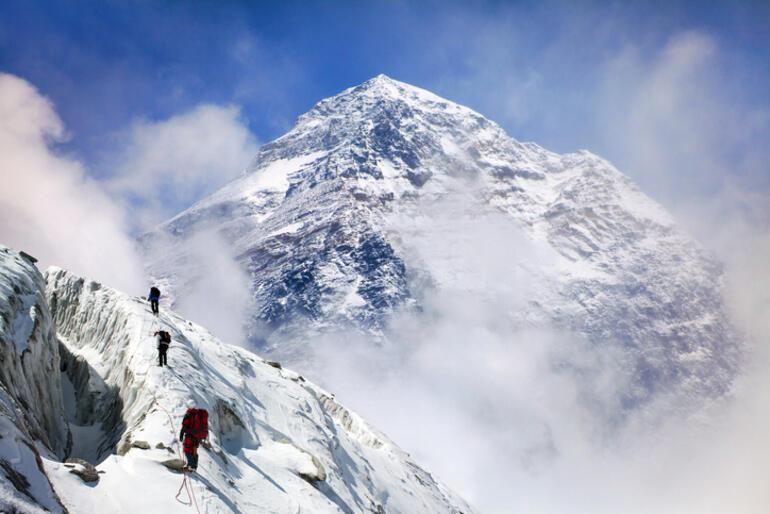 Everest'in zirvesinde bulundu! Dünyada şimdiye kadar böylesine rastlanmadı…