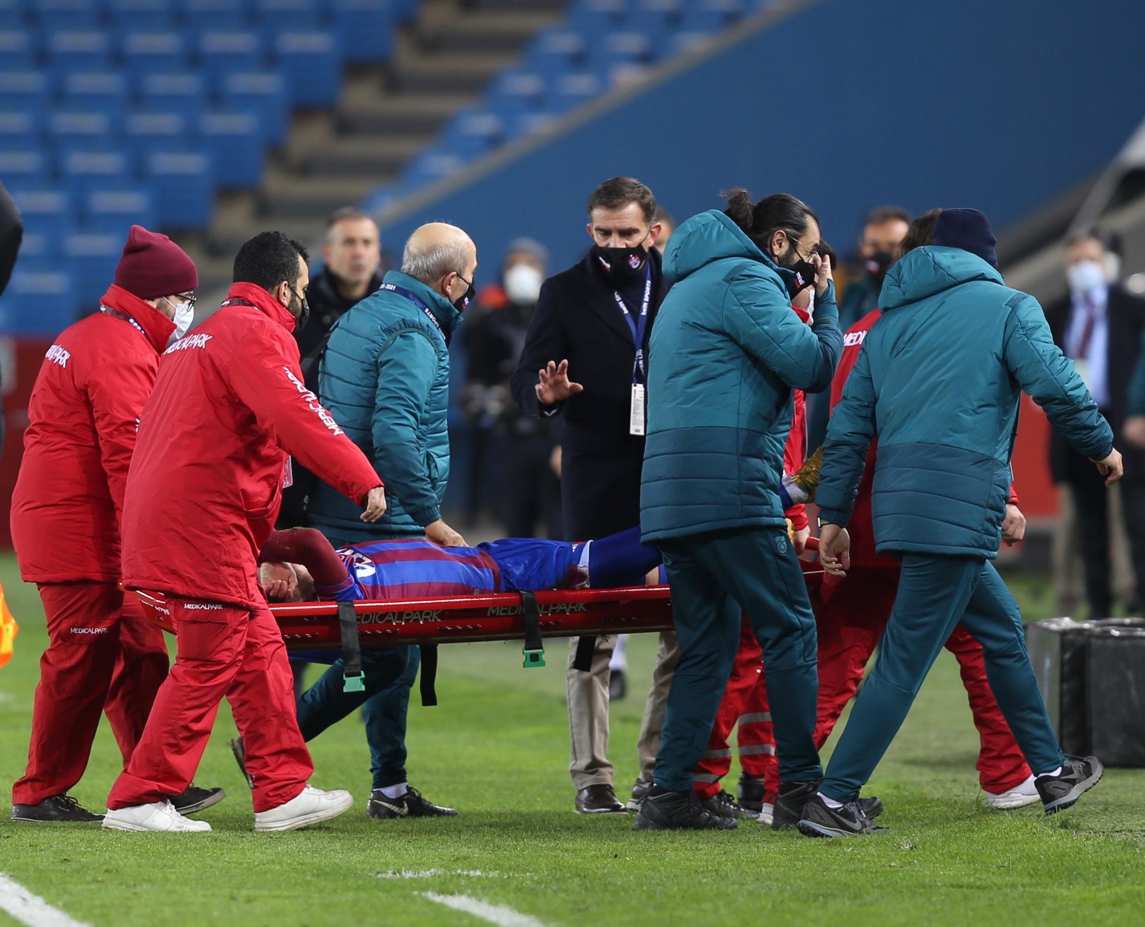 Trabzonsporlu Abdülkadir Ömür'den kötü haber! Ayak bileği kırıldı