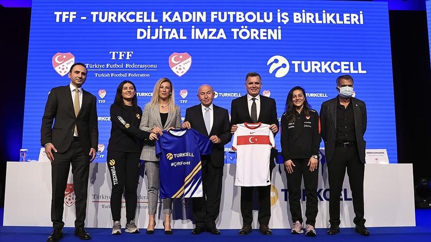 Turkcell, Kadınlar Futbol Ligi'nin sponsoru oldu