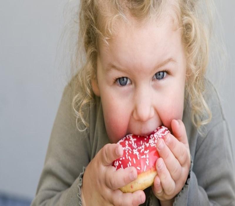 Çocuklarda duygusal aşırı yeme eğilimi obeziteye yol açabiliyor