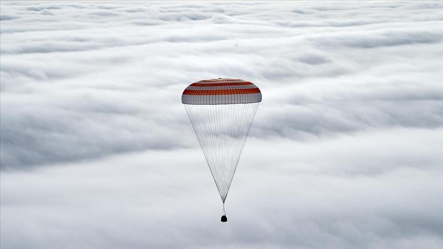 Soyuz MS-17 uzay aracıyla 3 astronot dünyaya döndü