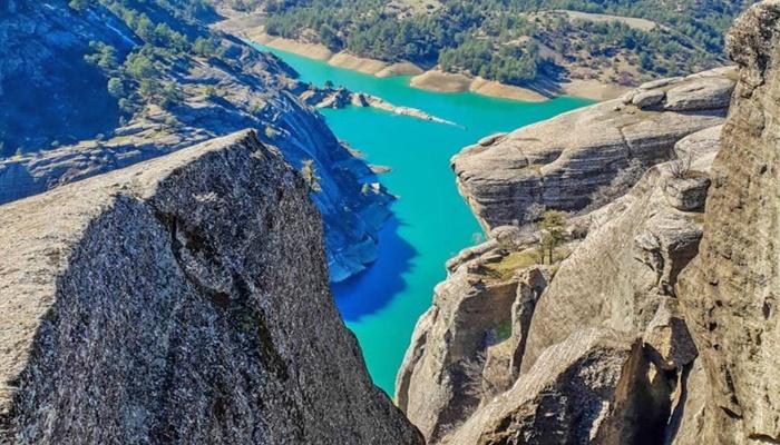 Uçurumun kenarından manzaraya dalmak: Ali Kayası