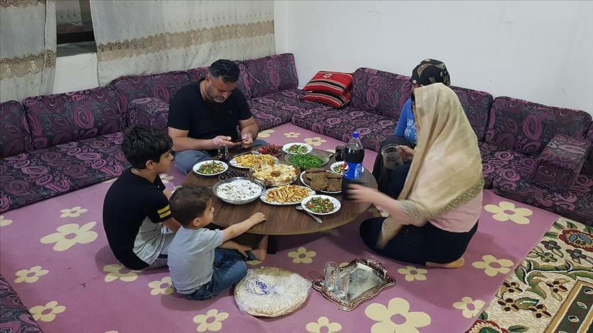 Afrin'e dönen Halil ailesi yıllar sonra evlerinde ilk ramazanı yaşıyor