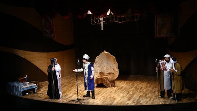 """Bakü'de, """"Nizami'den Yunus'a: Birlik ile bakmak"""" isimli tiyatro oyunu sahnelendi"""