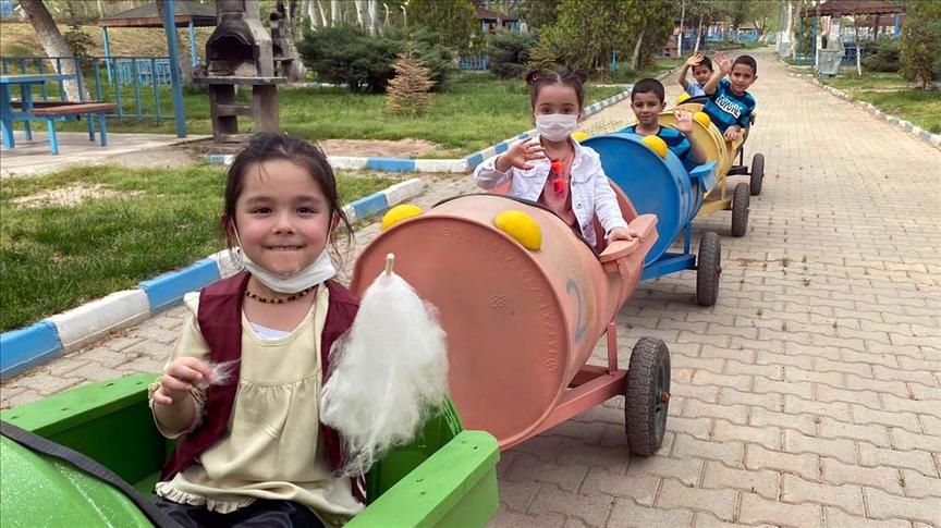 Yahşihanlı çocuklar atık malzemelerden yapılan 'tırtıl tren' ile eğlenecek