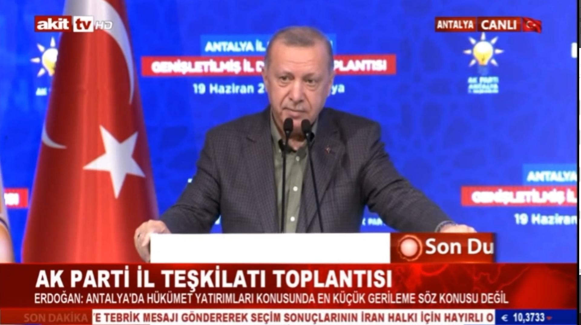 Bir an ağlamaklı oldu! Cumhurbaşkanı Erdoğan kürsüde konuşurken acı haberi aldı